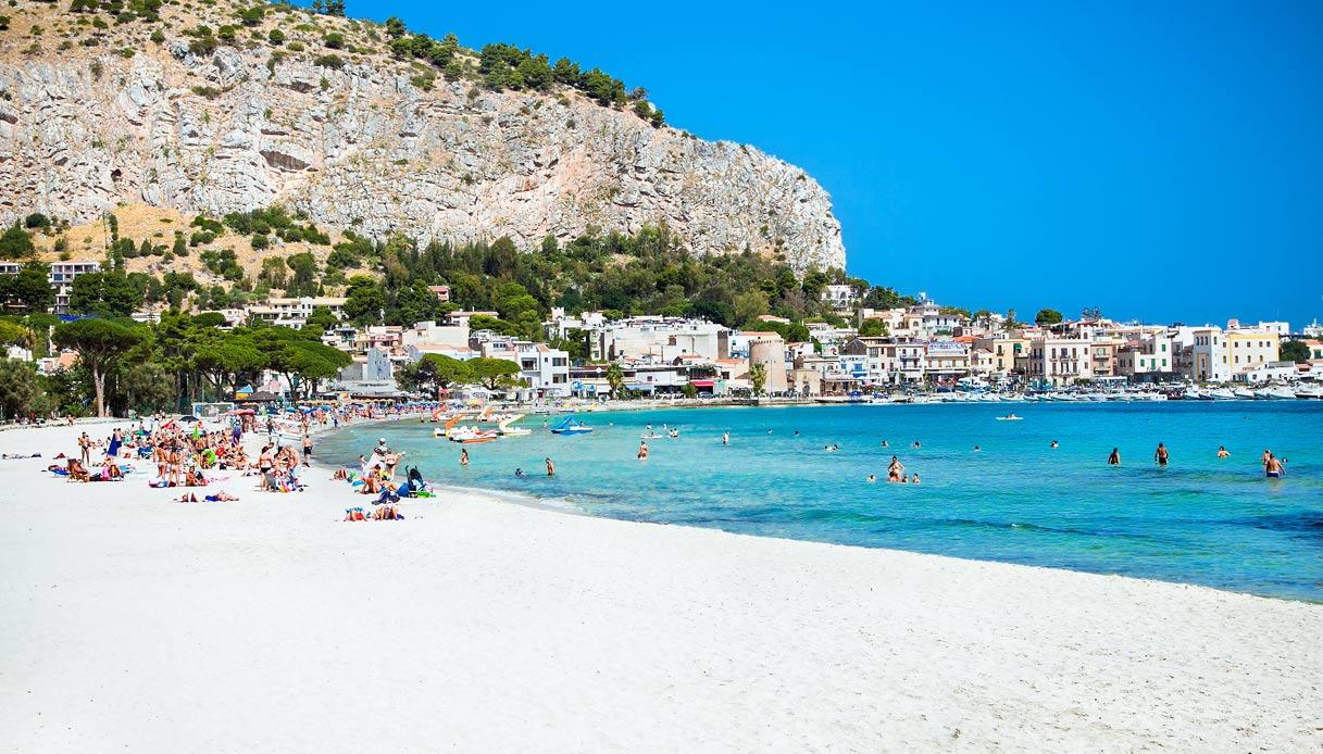 Plaża Mondello Beach – najpiękniejsza plaża Palermo