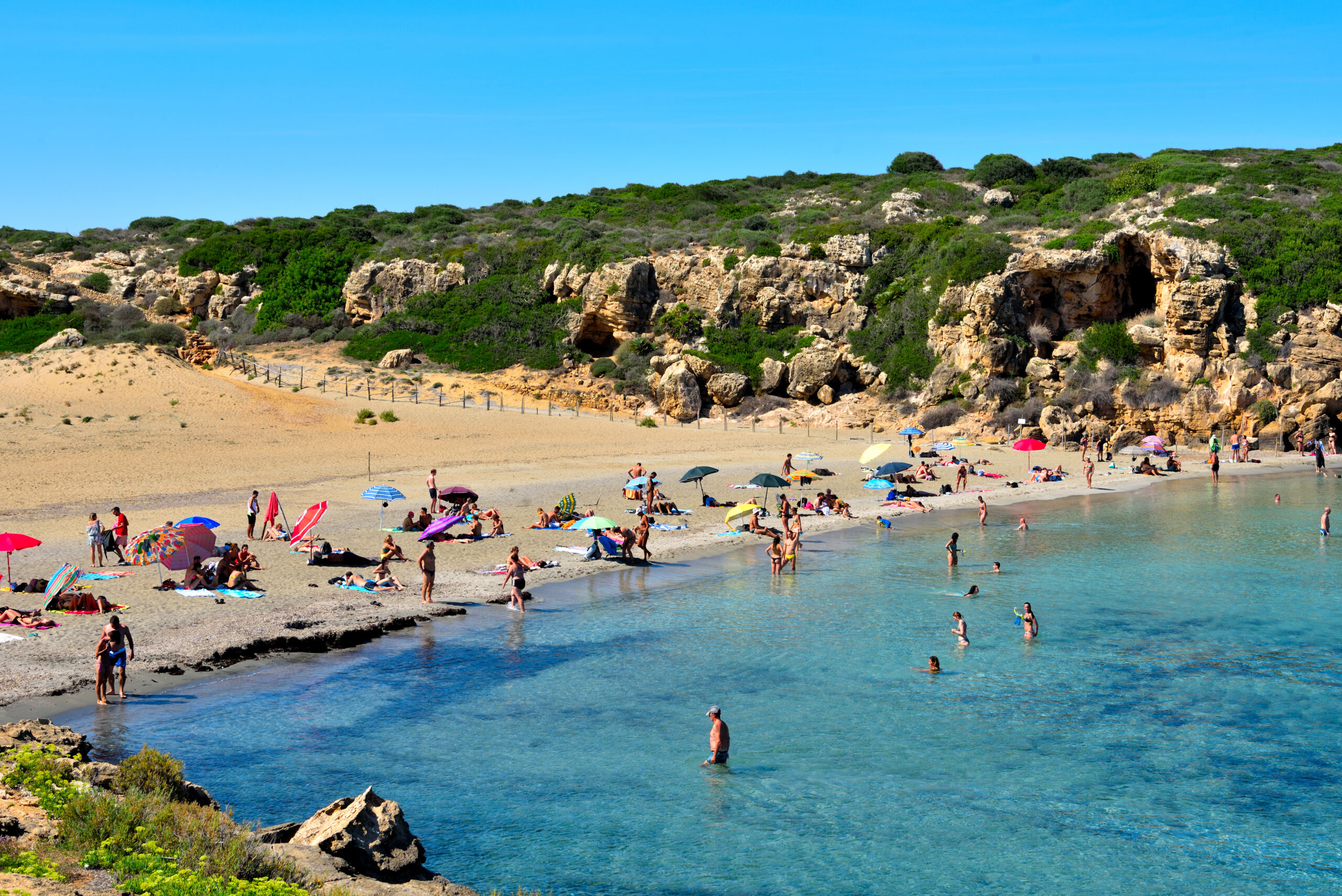 Plaża Cala mosche, licencja: shutterstock/By maudanros