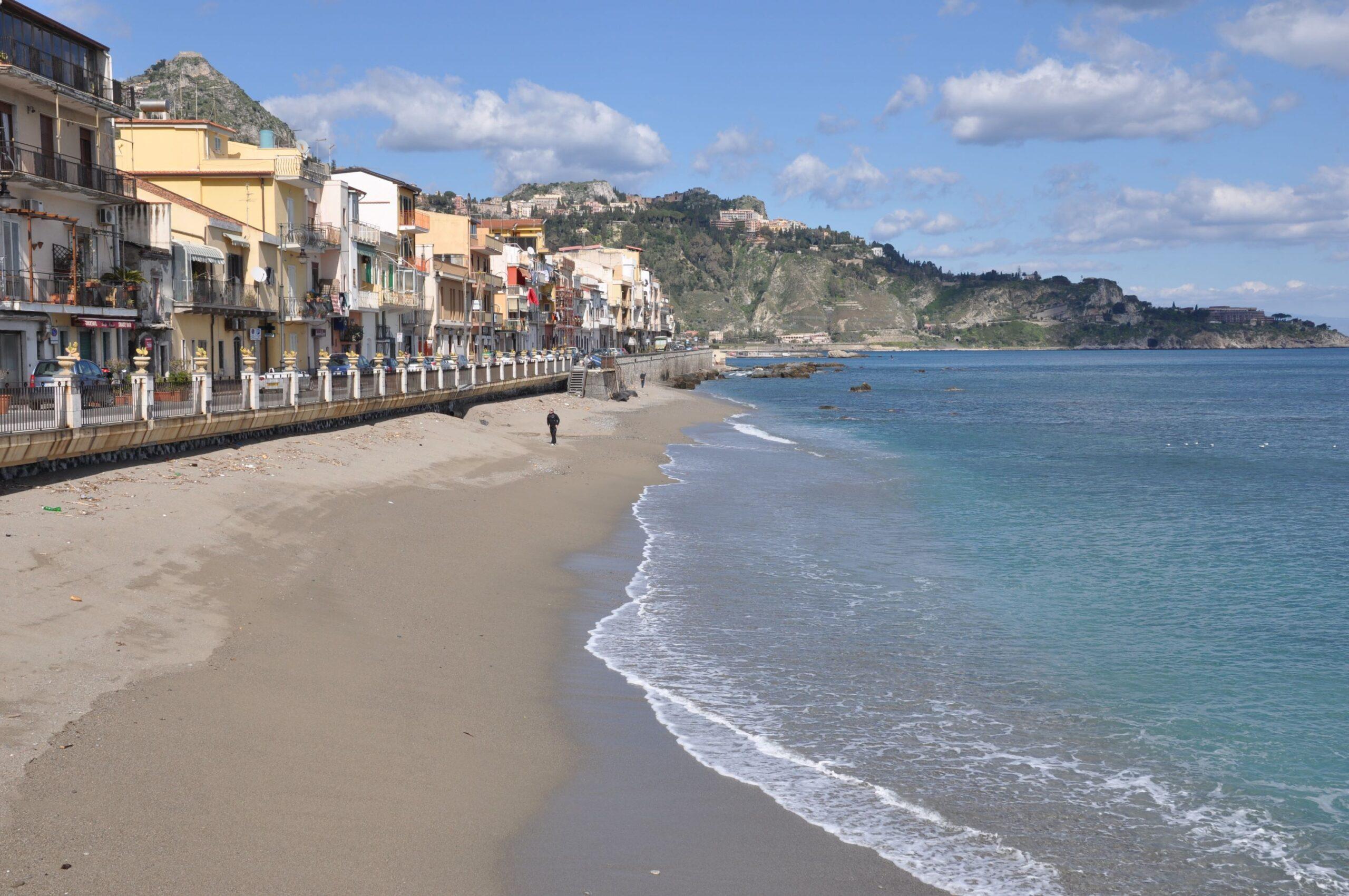 Plaża Giardini Naxos, Sicily, licencja: shutterstock/By AMB