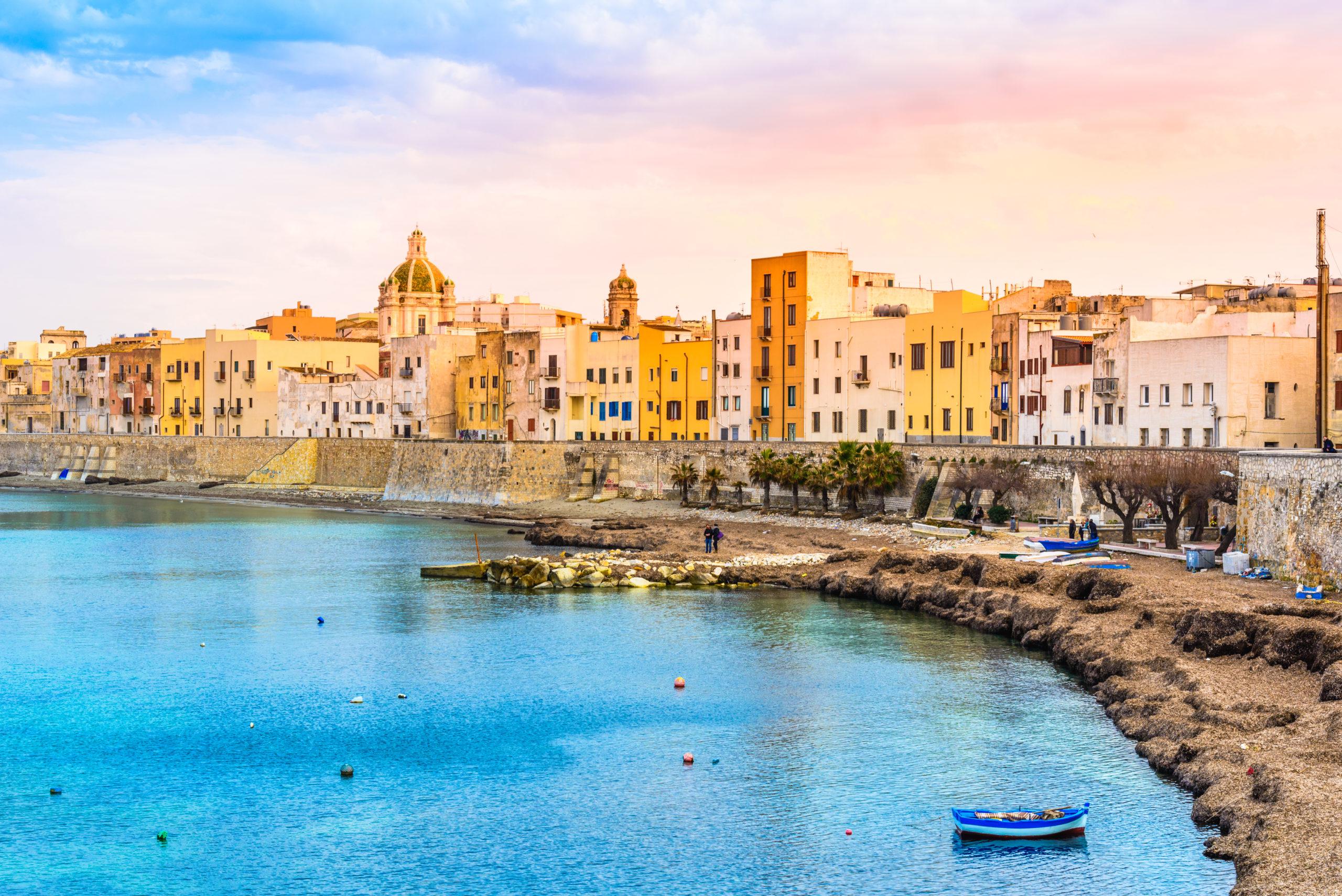 Trapani panoramiczny widok na port, Sycylia, Włochy., licencja: shutterstock/By leonori