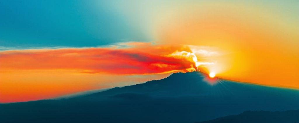 zachód słońca na Etnie, licencja: shutterstock/By Natalia Paklina