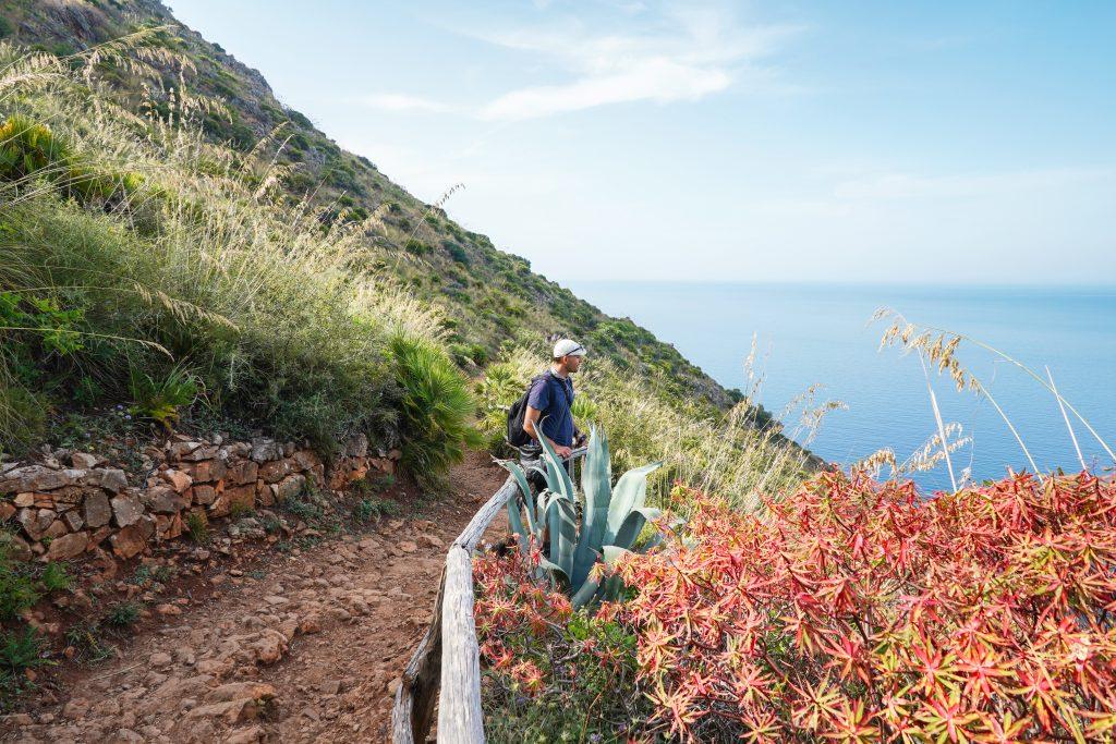 Widok na morze w Rezerwacie Przyrody Zingaro na Sycylii, licencja: shutterstock/By Olena Tatarintseva