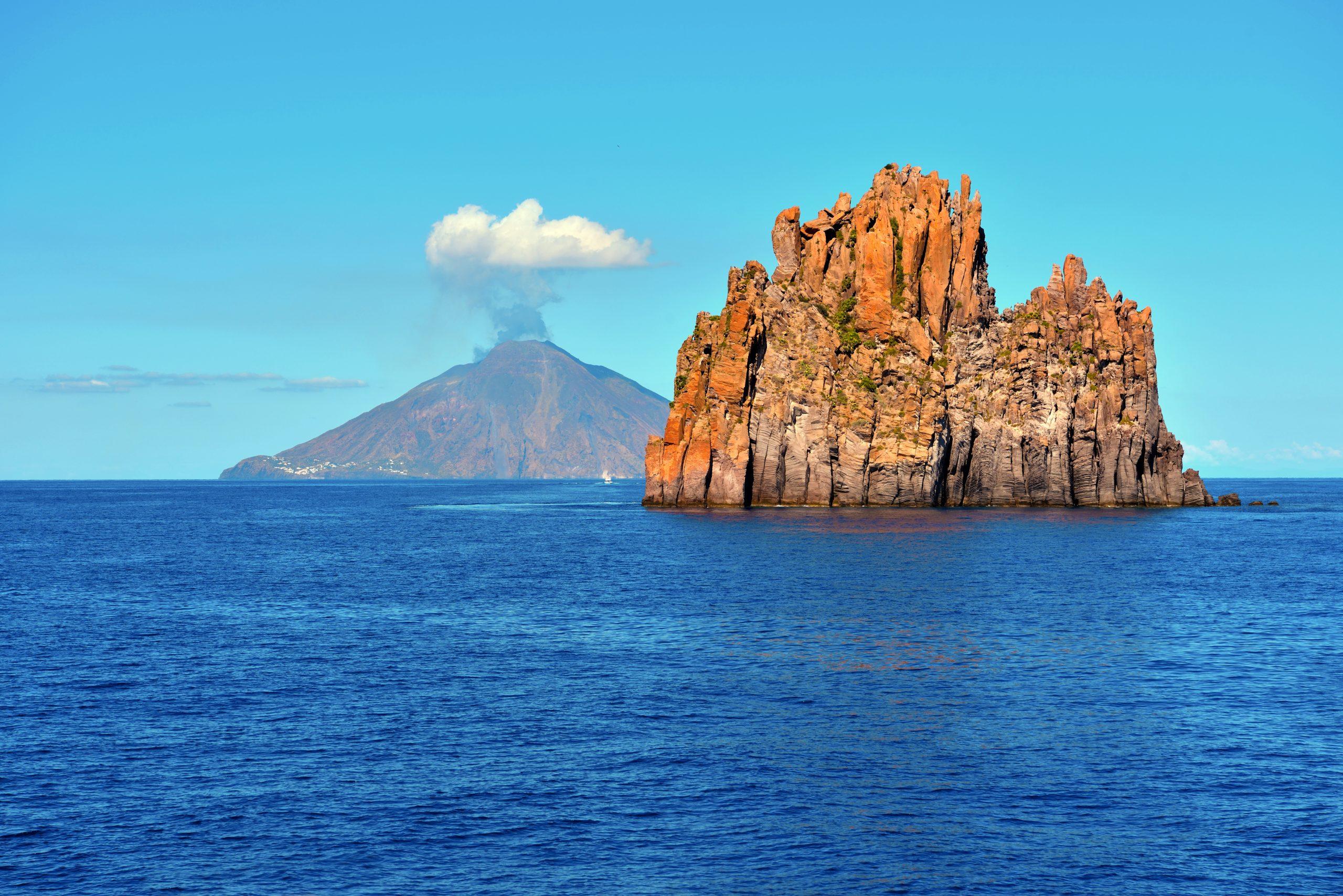 Wulkan Stromboli na archipelagu Eolie na Sycylii